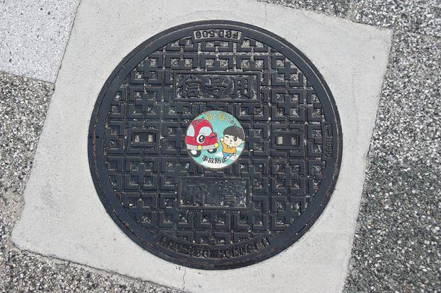 s5157_大阪府警マンホール_信号用_交差点目と目を合わせて事故防止