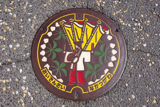 Photos: s8838_中津川市マンホール_おいでんさい_カラー