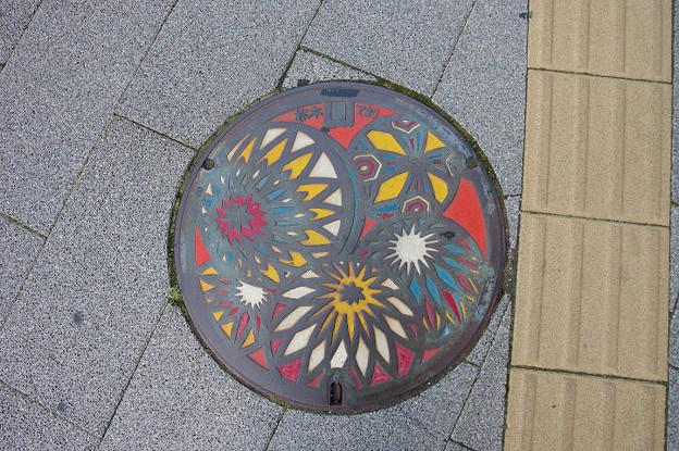 Photos: s6489_松本市マンホール_松本てまり_カラー
