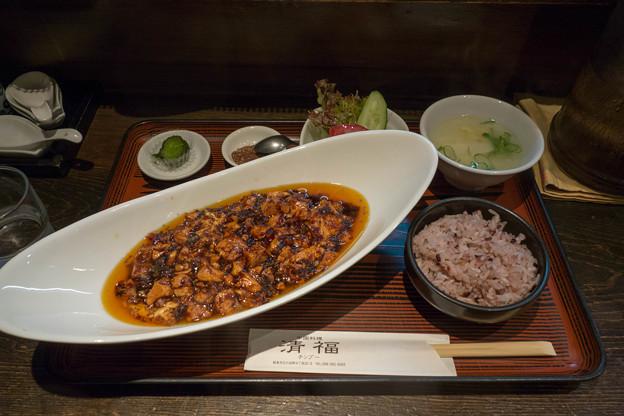昼食は麻婆豆腐。本格四川激辛麻婆豆腐セット。