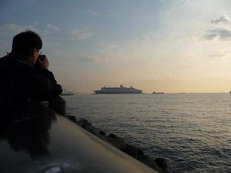 100219-QM2入港 (36)