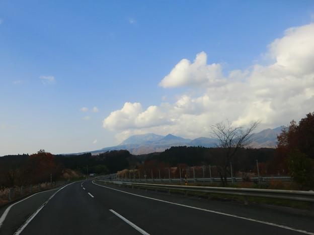 ハイウェイから、大山を望みます