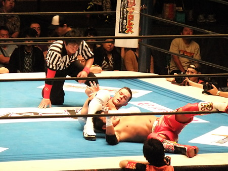 新日本プロレス BEST OF THE SUPER Jr.XIX Aブロック公式戦 プリンス・デヴィットvsKUSHIDA (4)