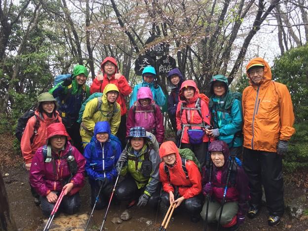 風雨の中三郎岳へ到着