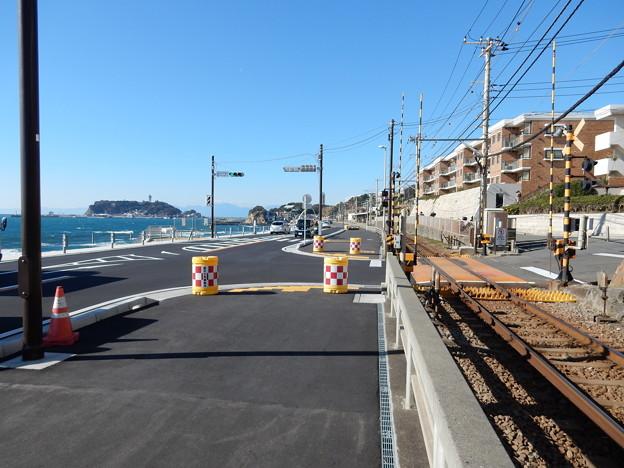 鎌倉高校前駅 踏切