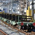 写真: レール輸送の貨物列車