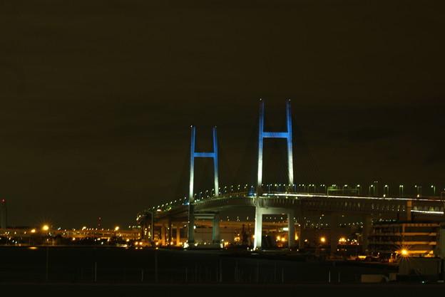 横浜ベイブリッジ夜景 青