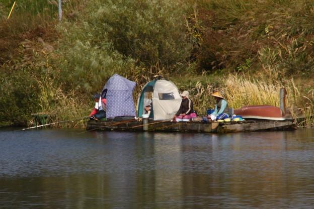 中綱湖の釣人