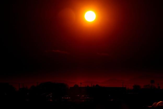 写真: 夕方の太陽