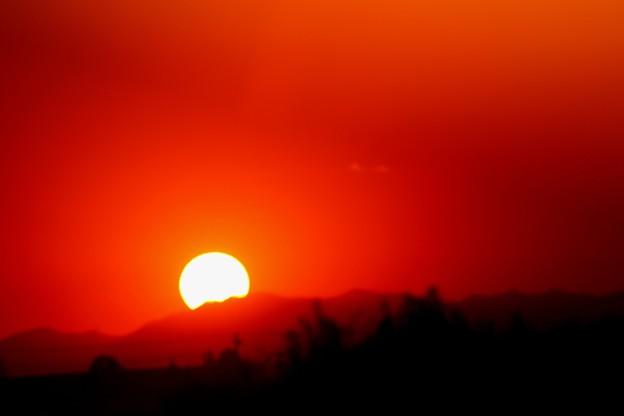 写真: 沈み行く太陽