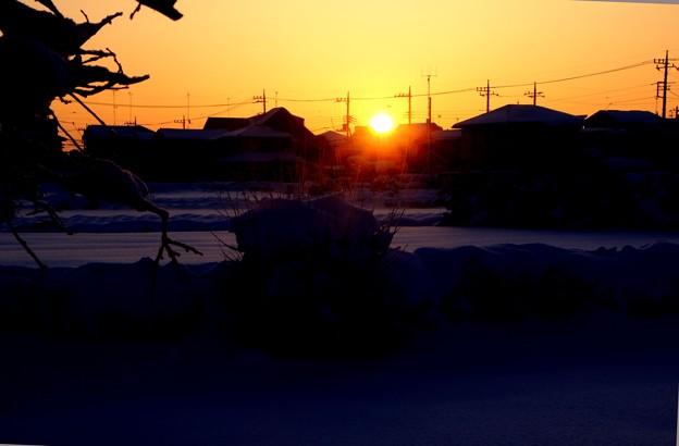 積雪の日の出