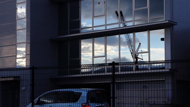 写真: クレーンのある風景2