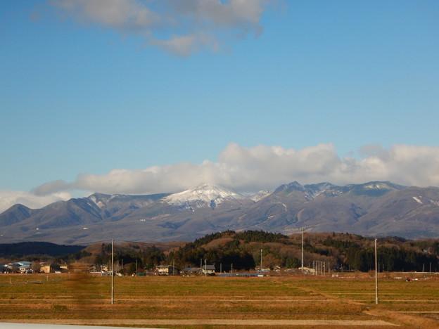 写真: 雲をかぶった那須岳