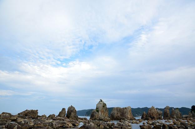 橋杭岩と雲のすきま