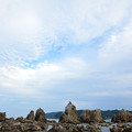写真: 橋杭岩と雲のすきま