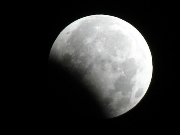 写真: 午前3時15分、部分月食
