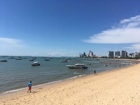 逆にビーチはガラガラ