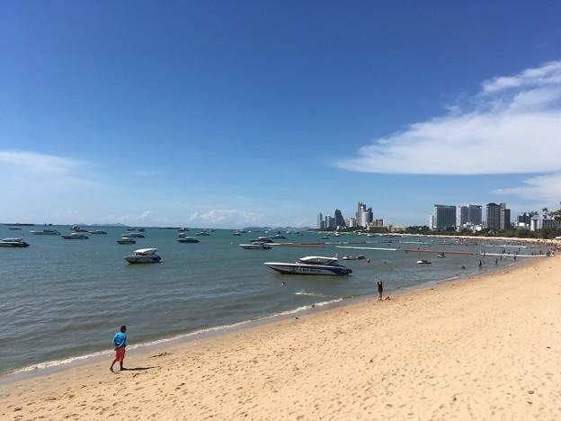 写真: 逆にビーチはガラガラ