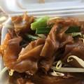 写真: 太麺パッタイ