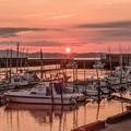 小さな漁港の夕景