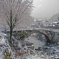 写真: 雪の笠松橋