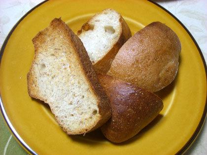 パンも小さくスライスさせていただきました。