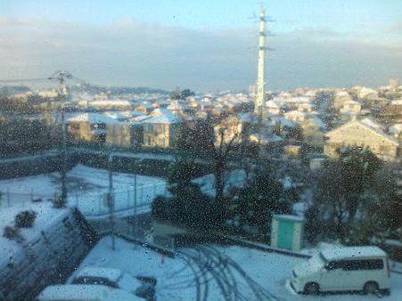 今朝の雪景色。ここは本当に東京か~。