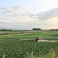 写真: 小清水地区の防除作業