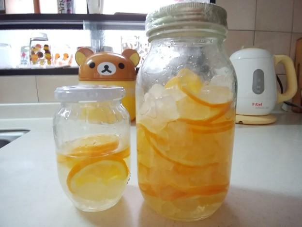 メイヤーレモンでレモンジュース♪この後大きな瓶の方にドッキングしたよん