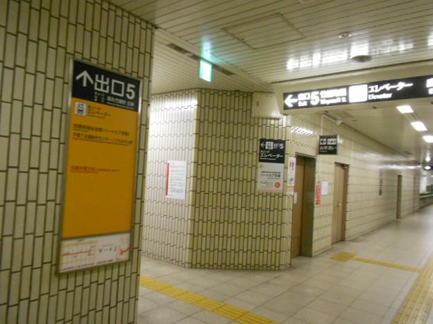 07-09 丸太町駅(K07)多機能トイレ外観