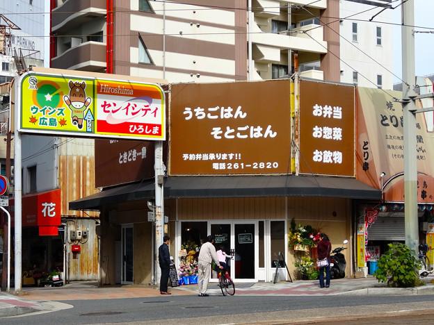 cafe pino カフェピノ 広島市南区的場町1丁目 広島電鉄的場町電停前