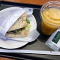 写真: TULLY'S COFFEE タリーズコーヒー広島段原店 サラダピッツァトマトチキン マンゴータンゴスワークル