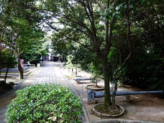 高角砲の砲身 呉市幸町 入船山公園