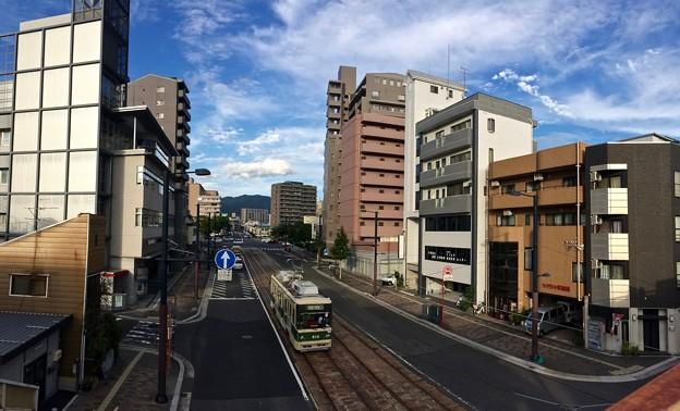 広島電鉄 800形 広島市南区的場町2丁目 - 段原1丁目 皆実線 比治山通り 的場陸橋 2017年9月1日