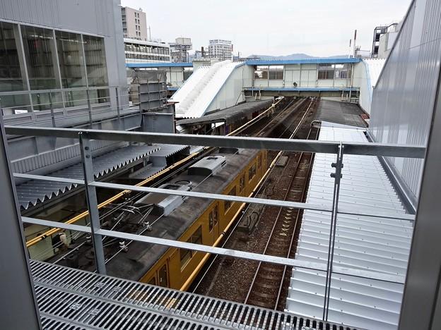 広島駅 跨線橋から閉鎖された跨線橋 ASSE改札前の窓 2番1番ホーム 2014年11月8日