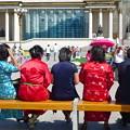 写真: ウランバートル 政府宮殿前の広場にて