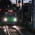 Photos: 夕暮れ時の世田谷線三軒茶屋...