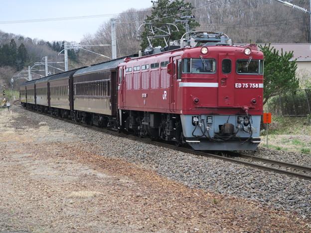 赤い機関車に茶色い客車 @東北本線 白坂