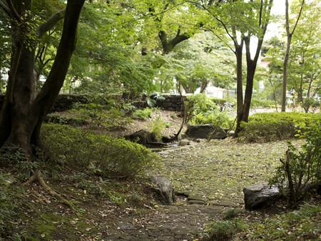 岡本公園内