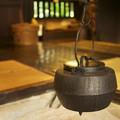 Photos: 囲炉裏と鉄瓶