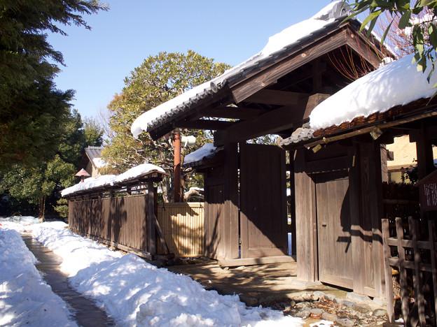 旧安藤家門前