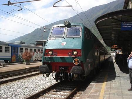 ミラノ行き列車(ティラノ駅)