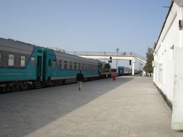 写真: N9列車(ブハラ駅)