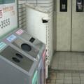 兵庫県宝塚市の阪急山本駅の白ポスト。仲間と一緒。(2014年)