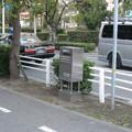 兵庫県芦屋市のグルメシティ芦屋浜店東側の白ポスト、向かって右。(2014年)