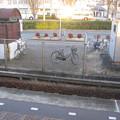 兵庫県三田市の神鉄三田本町駅の白ポストを乗場から見下ろす。(2014年)