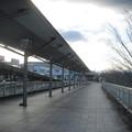 兵庫県三田市の神鉄ウッディタウン中央駅改札を出て右、駅を出て右の前方。白ポストが密かに置かれる。(2014年)