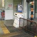 南海学文路駅のいわゆる白ポスト(自称やぎの箱)と周囲、向かって右。改札内。(2014年)