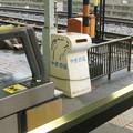 和歌山県橋本市の南海学文路駅のいわゆる白ポスト(自称やぎの箱)と周囲、向かって左。改札機のすぐ先。(2014年)