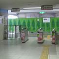 南海御幸辻駅のいわゆる白ポスト(自称やぎの箱)と周囲。改札前。(2014年)